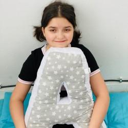 Възглавница-буква А - сиви звезди
